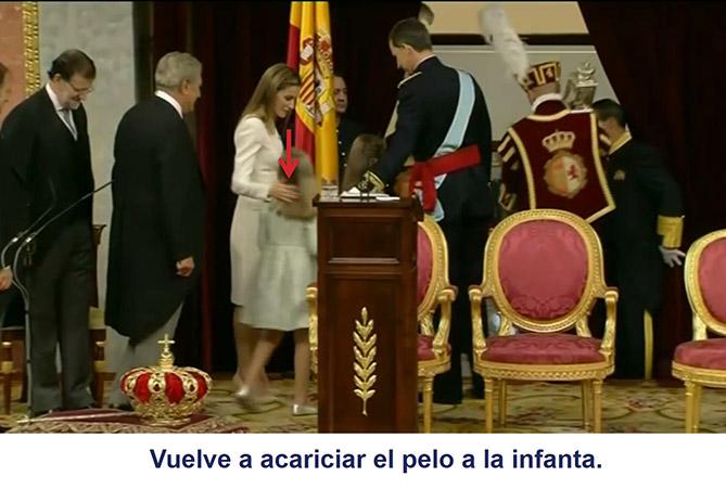 De nuevo, la reina Letizia acaricia el pelo de su hija