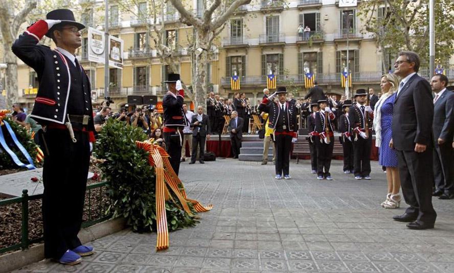 Artur Mas en posición firme durante la celebración de la Diada