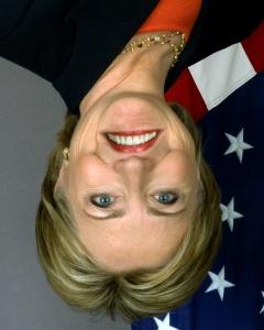 Imagen de Hillary Clinton con la sonrisa invertida