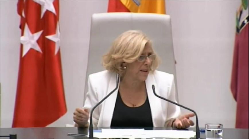 Manuela Carmena mira a su izquierda