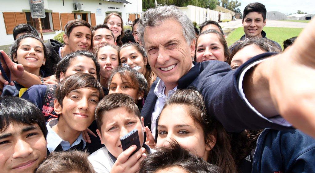 Mauricio Macri, háptica y proxémica