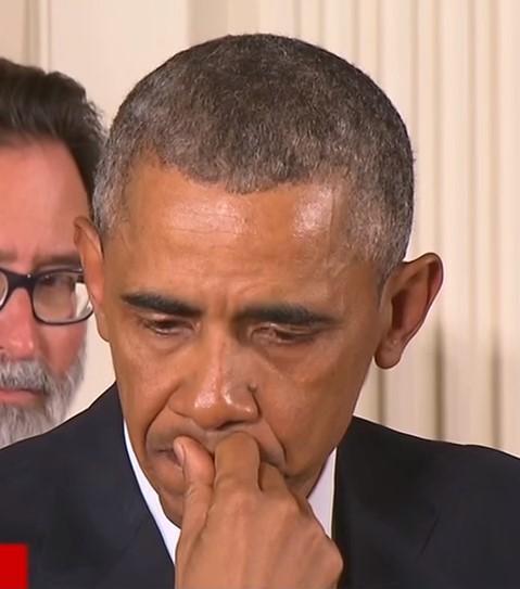 Comunicación no verbal de Obama: gesto adaptador