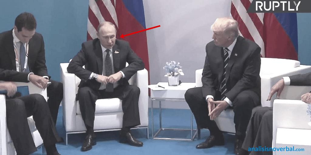 Putin elude el contacto visual al hablar con Trump